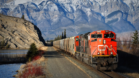 Is Bill Gates right about the Canadian National Railway?